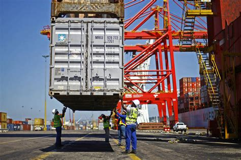 expeditors reports revenue drop as asian shipping slows wsj