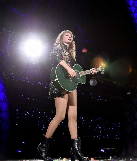taylor swift reputation tour east rutherford nj 8 things you can expect to see at taylor swift s houston