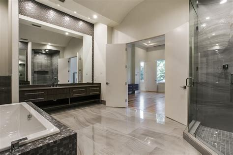 Modern Master Bathroom With Brown Marble Mixed With Glossy Modern Master Bathroom