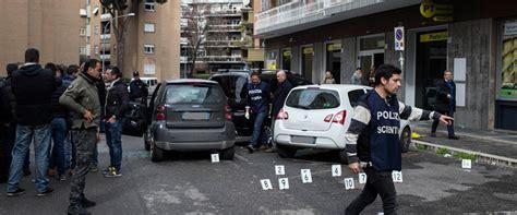 ufficio postale roma 19 sparatoria e caccia all uomo a roma rapina da far west in