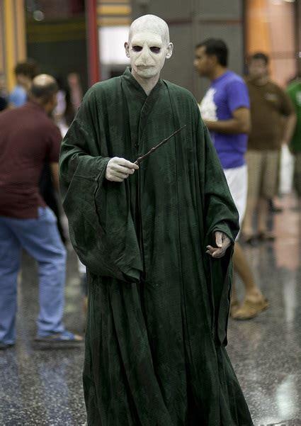 halloween film kostueme und zombie walk ideen