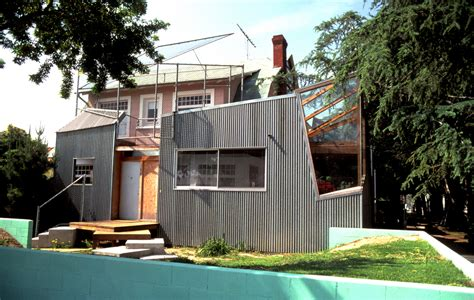 Frank Gehry House by Frank Gehry S House Remodel Built From Repurposed