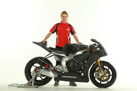 motocross racing uk honda uk signs the fastest female on two wheels for