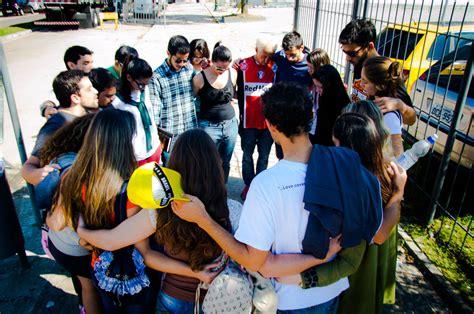 imagenes jovenes orando norteamericanos desarrollan trabajo de oraci 243 n