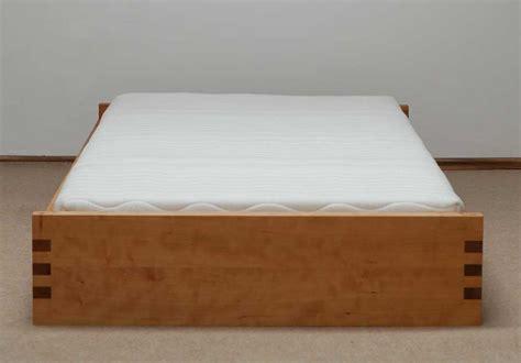 einzelbetten aus holz stapelbetten stapelbett in buche massiv aus deutscher