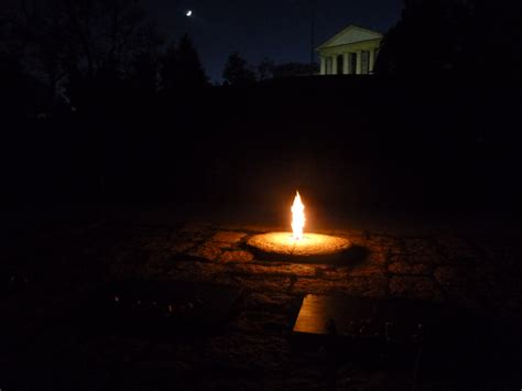 eternal lights for graves night visit to the grave of jfk daybeat