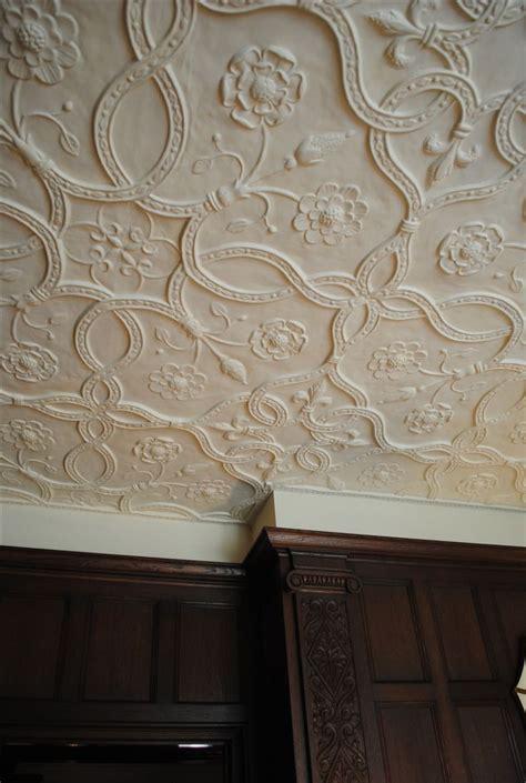 plaster ceiling detail  tudor pattern  tudor