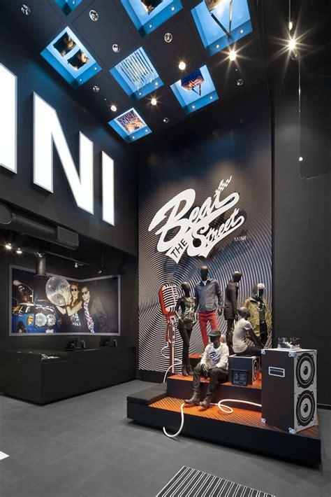 Interior Design For Car Accessories Shop glamshops visual merchandising shop reviews mini pop up store