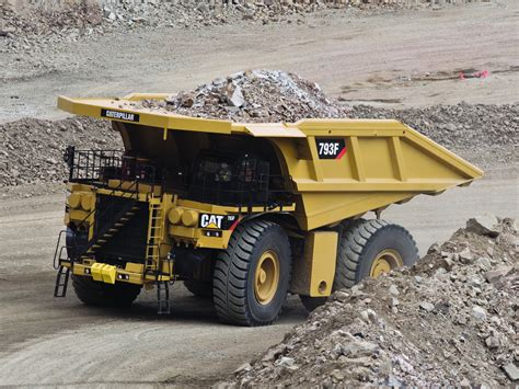 wallpaper truck cat caterpillar 793f dumptruck construction wallpaper