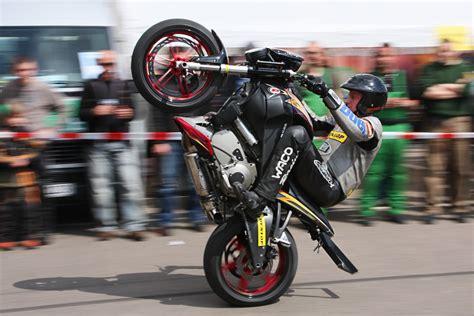 Motorrad Stunts by Motorrad Stunt Angmo Galerie Heise Foto