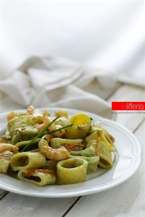pasta fiori di zucca e gamberetti calamarata con gamberi fiori di zucca e zucchine