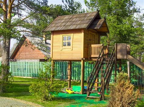 8 free plans for playhouses