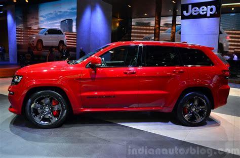 srt jeep red jeep grand cherokee srt red vapor at the 2014 paris