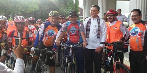 Lu Sorot Sepeda ahok ancam pidanakan para pengemplang pajak kompas