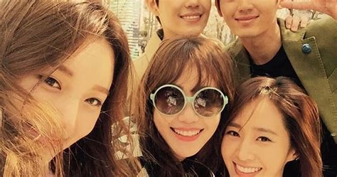 Drama Korea Gogh The Starry snsd yuri posed for a picture with the cast of gogh s starry wonderful generation