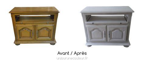 Peinture à l'essuyé : un meuble télé en chêne délicatement