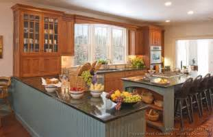 Kitchen With Island And Peninsula Pictures Of Kitchens Traditional Two Tone Kitchen Cabinets Kitchen 134