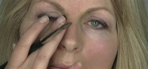 how to make mature skin look beautiful with makeup