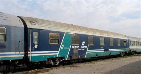 carrozza treno ferrovie in calabria treni notte un po di luce su