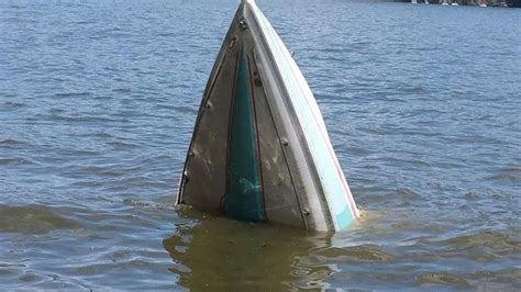 boat lifts lake of the ozarks boat sinks when lift breaks at lake of the ozarks