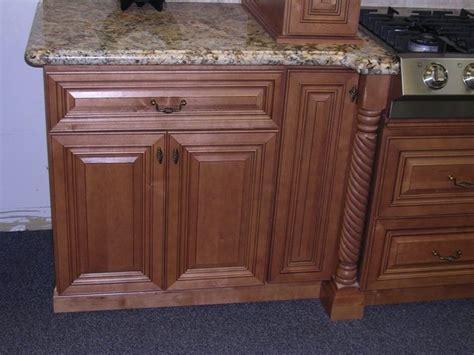 cinnamon maple glazed kitchen cabinets