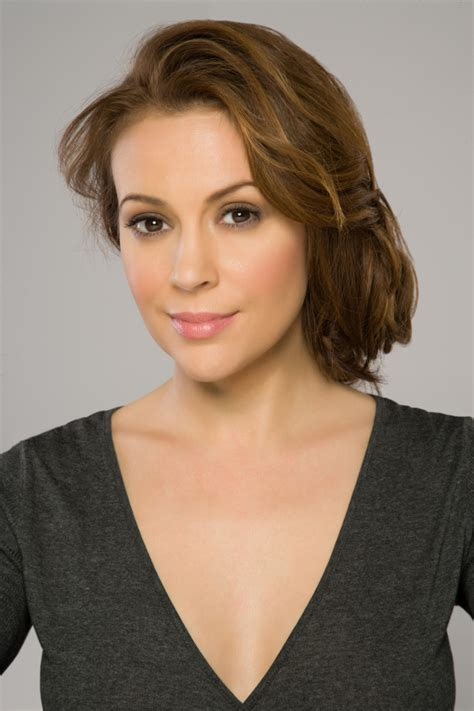 Kitchen Tip by Alyssa Milano To Star In Cbs Comedy Pilot What Goes