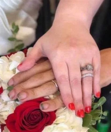 pengantin pria dihujat   kuku jari tangan salah