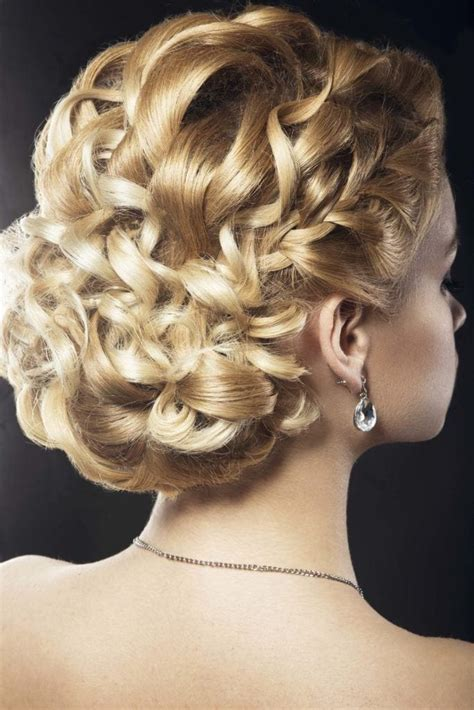 Easy Wedding Hairstyles For Curly Hair by Wedding Updos For Curly Hair 9 Gorgeous Looks To Try