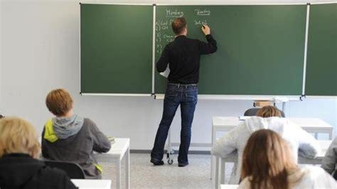 lehrer an der tafel philologen gegen mehrarbeit f 252 r gymnasiallehrer