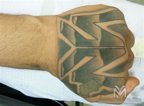 tattoo money logo flow gets the young money logo tattooed on his hand