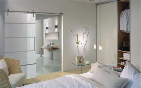 badezimmer im schlafzimmer ihr schlafzimmer mit schiebet 252 ren und mit inova gestalten