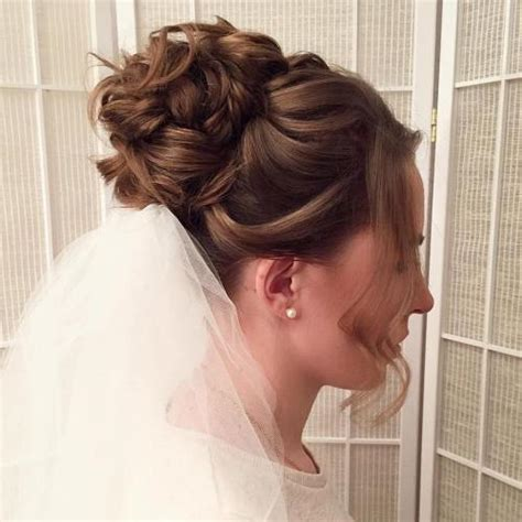 Wedding Hairstyles With Veil And High Bun by 40 Chic Wedding Hair Updos For Brides