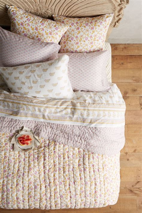 shabby chic coverlet 15 best picks for shabby chic bedding