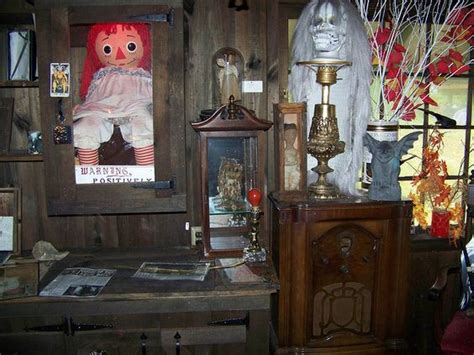 annabelle doll at warrens occult museum the warren occult museum founded 1952 by ed and lorraine