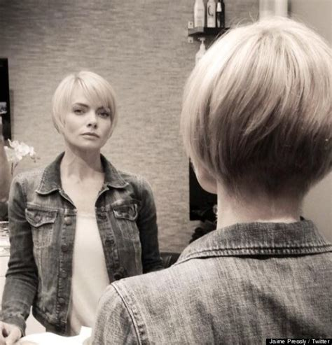 jaime pressly s chic short bob with the sides tucked back jaime pressly s new hair actress shares short look on