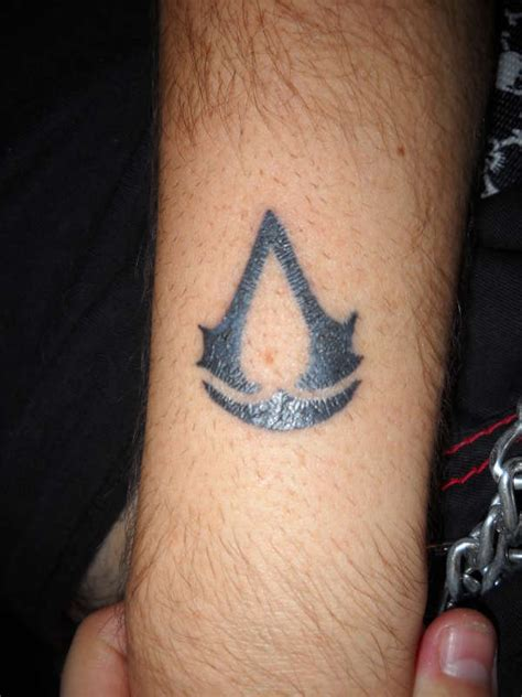 assassins creed tattoos 11 assassins creed designs