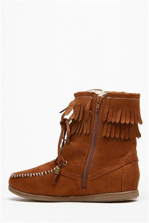 s fringe moccasin boots soda fringe moccasin boots from california by that s
