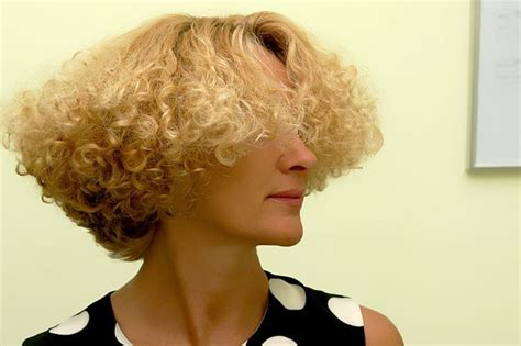 1990s modified bob 1980s stack perm wedge haircut 1980s short hairstyle