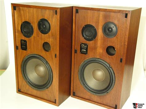 beautiful speakers ohm c2 bookshelf speakers beautiful condition sound