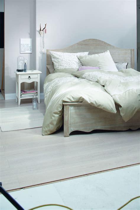 Schlafzimmer Mit Holz by Helles Schlafzimmer Mit Lasiertem Holz Bett Bauemotion De