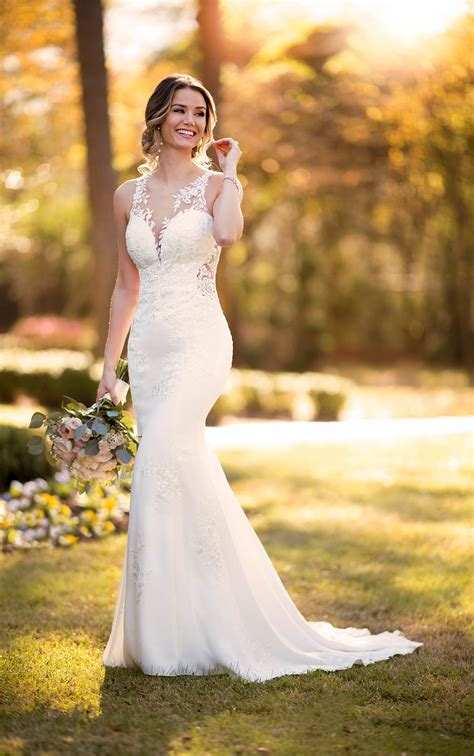 modern crepe wedding dress  scalloped train stella