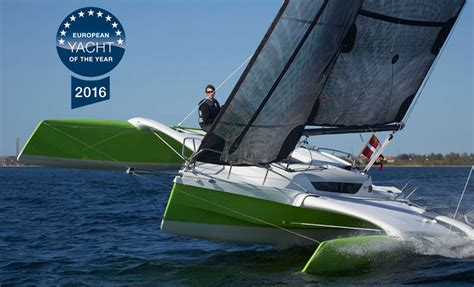 jacht quest 800 dragonfly 25 folding trimaran a fast multihull trailer