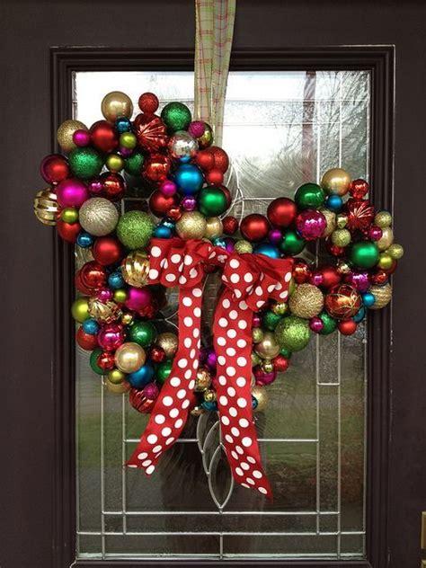 diy corona navide a de mickey mouse mickey s christmas wreath diy mickey mouse ornament wreath and other christmas decor