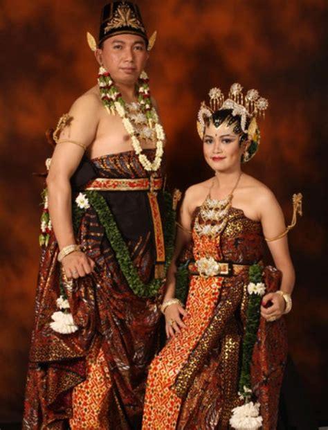 Wedding Adat Jawa Timur by Ciri Khas Baju Pengantin Adat Jawa