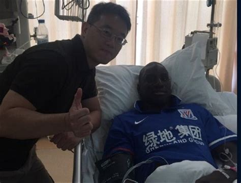 photos exclusives demba ba sur lit d h 244 pital ses