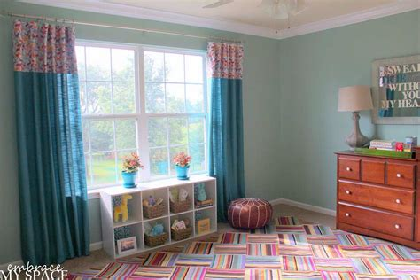 colorful modern bedroom floor  turquoise curtain