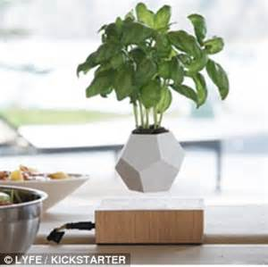 Pot Pohon Melayang Levitating Floating Plant lyfe magnetic planter can levitate plants in mid air daily mail