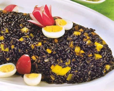 cucinare il riso nero riso nero con uova e peperoni cucina