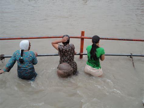 indian girl bathing in bathroom indian girls at river ganga bathing outdoor wet dressed chuttiyappa