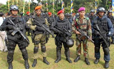 Seragam Densus 88 Indonesia Ku Indonesia S W A T Vs Densus 88